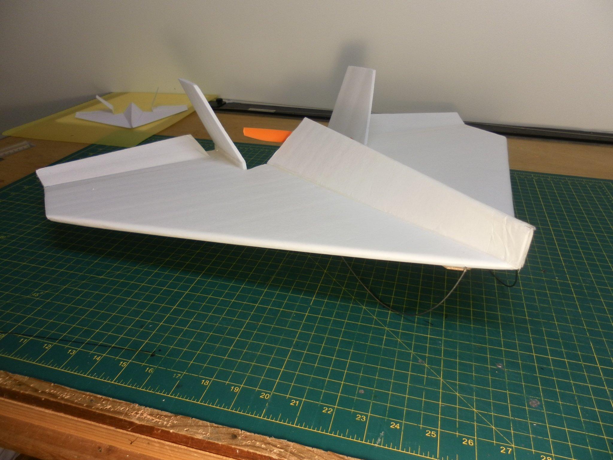 固定翼航模技术讨论区 69 飞翼/三角翼/混控机 69 转老外的纸飞机